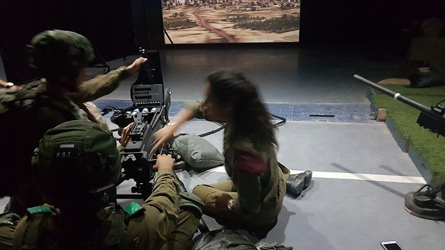 IDF soldiers train on new simulation system (Photo: Yoav Zitun)