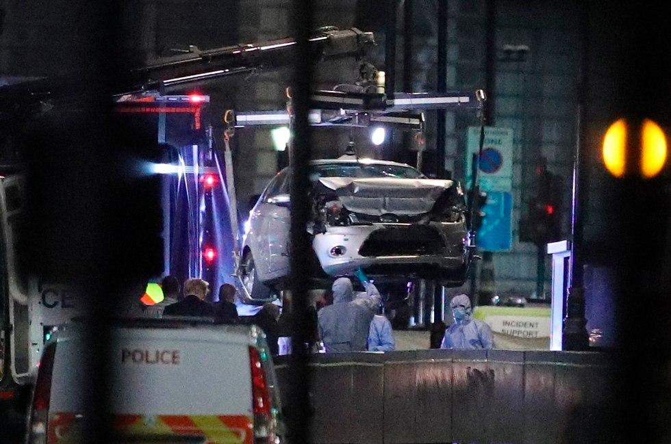 הרכב הפוגע באירוע הדריסה בלונדון נגרר על ידי המשטרה (צילום: AP)