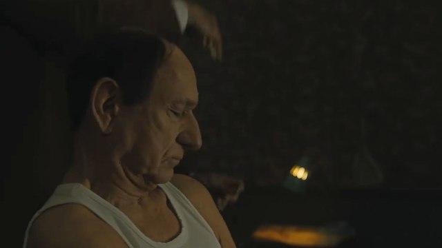 בן קינגסלי בתפקיד אייכמן בסרט