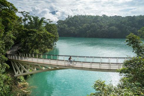 אי קטן שיש בו הכל - חופים, ערים, הרים וג'ונגלים (צילום: Shutterstock)