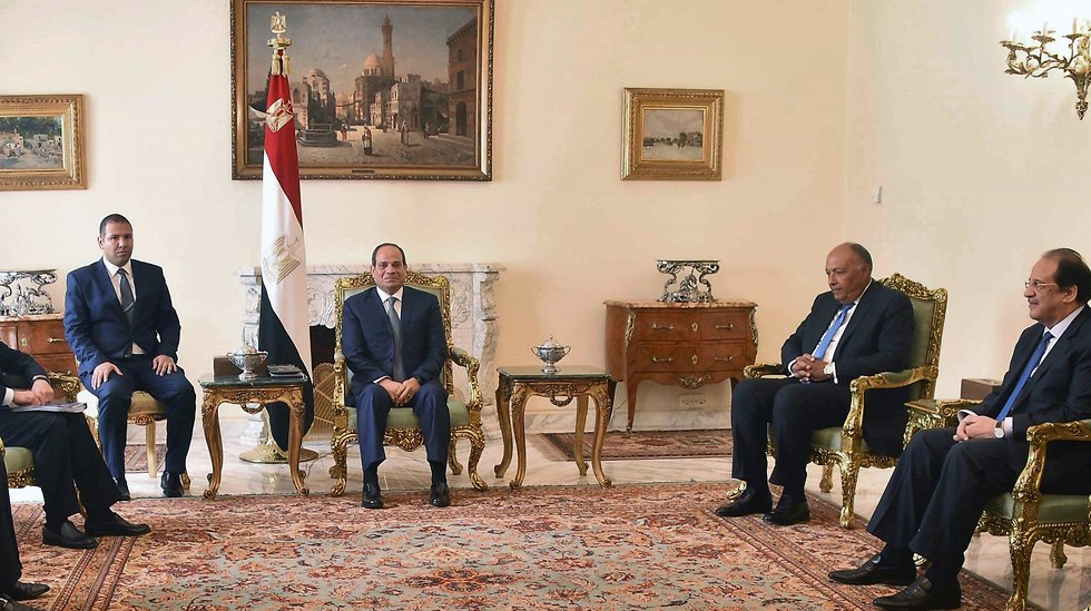 Kamel, Sisi and other Egyptian officials (Photo: AFP)