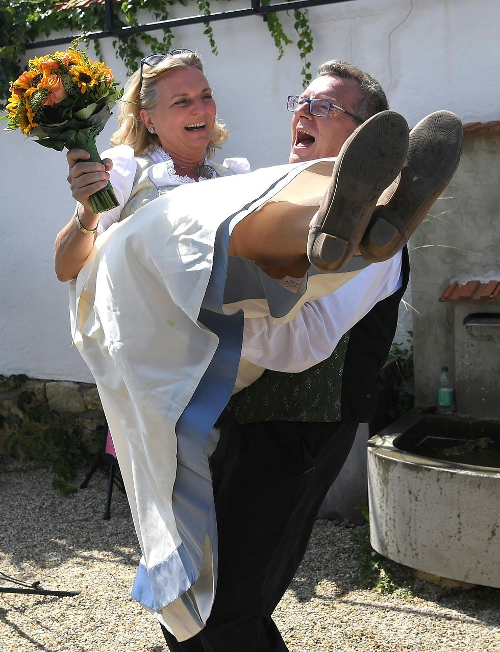 ה חתונה של שרת החוץ של אוסטריה קרין קנייסל (צילום: רויטרס)