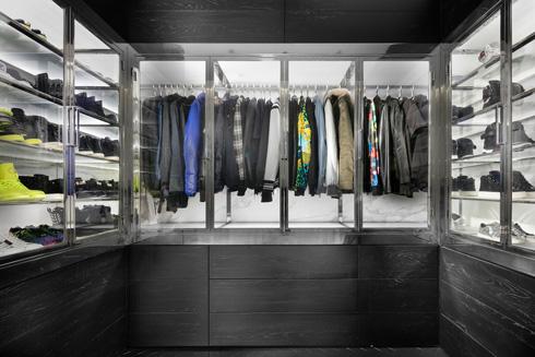 בהשראת חנויות אופנה לונדוניות (צילום: אלעד גונן)