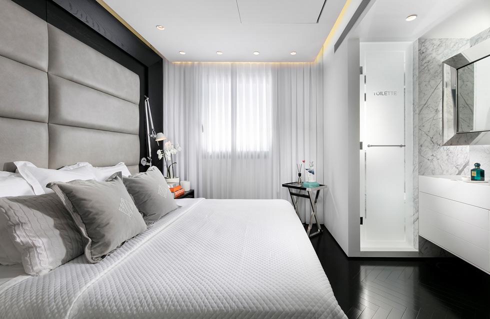 חדר השינה עוצב כמו חדר בבית מלון. ''כשעברתי לפה נסעתי לאיטליה למטרות עבודה, ישנתי בבית מלון ואמרתי 'חדר השינה שלי יותר שווה'. הצחיק אותי שאני נמצא בבית מלון ורוצה לחזור הביתה'' (צילום: אלעד גונן)