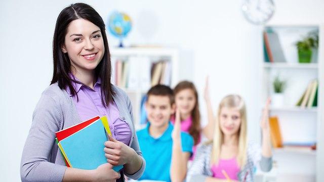 מורה ותלמידים בכיתה (צילום: אילוסטרציה)