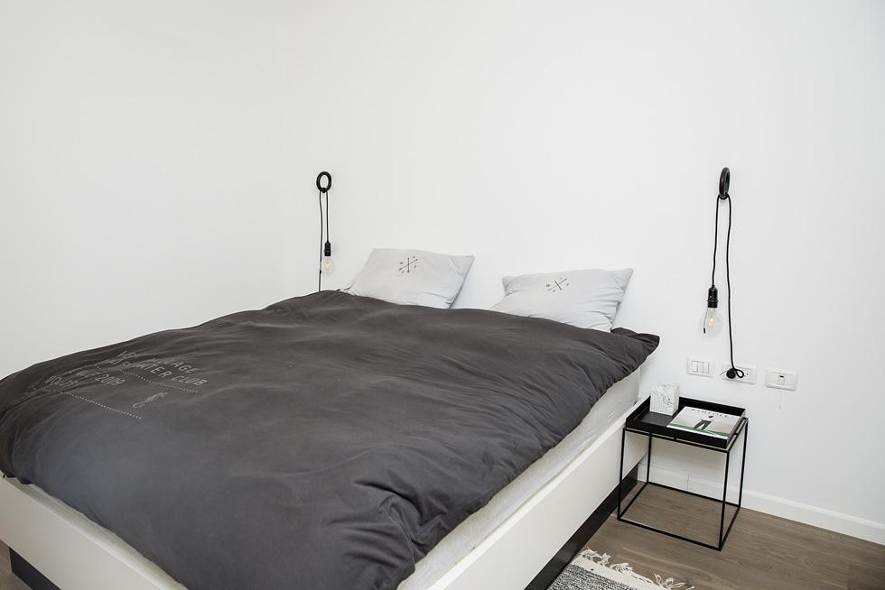 """""""היה לי חשוב שהחלל המרכזי יתפוס חלק נכבד מהבית לעומת חדרי השינה"""". חדר ההורים (צילום: ענבל מרמרי)"""