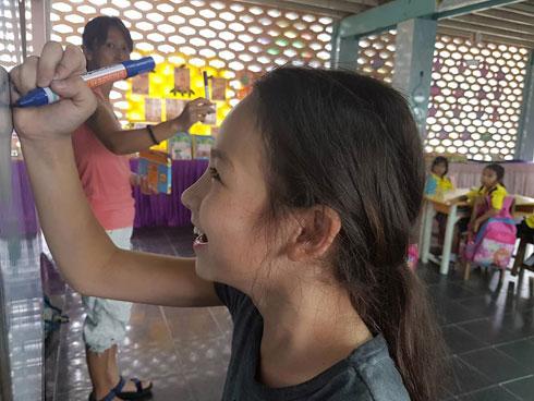 """אמה: """"אני מכירה תאילנד אחרת. לא מה שרואים בתמונות, שם הכל נראה נוצץ ויפה"""" (צילום: באדיבות משפחת בק)"""
