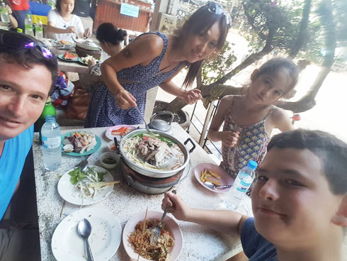 מימין: נועם, אמה, מיהו ודניאל (צילום: באדיבות משפחת בק)