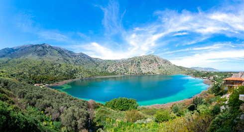 אגם קורנס. אפשר לשוט, אפשר לשחות (צילום: Shutterstock)