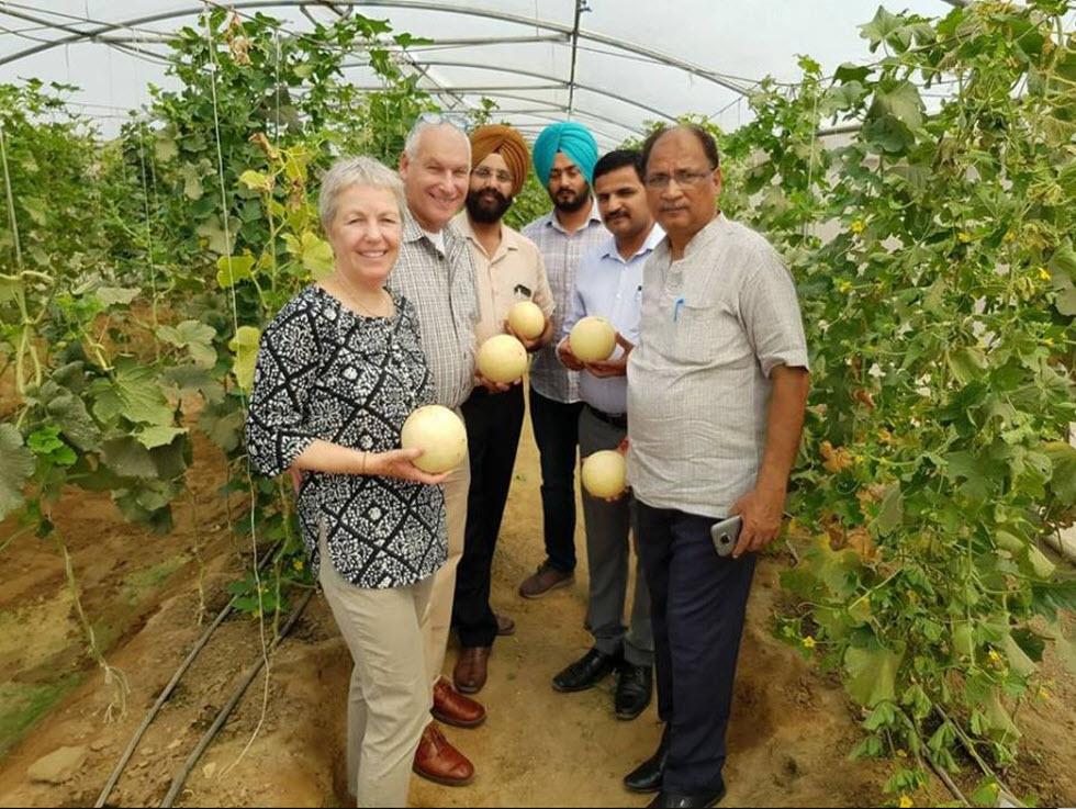 תערוכת Agrofoturo מנשה ונירית תמיר בהודו - אשת אילון (Eshet Eilon).  ()