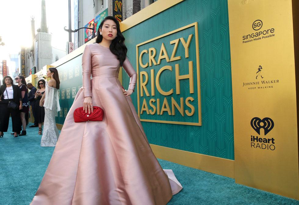 """באז עולמי, עם דגש על מדורי האופנה. אקוופינה בהקרנת הבכורה של """"עשיר בהפתעה"""" (צילום: באדיבות Tulip Entertainment)"""