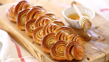 """Классический рецепт израильских бабушек: пирог """"Шошаним"""" (розочки)"""