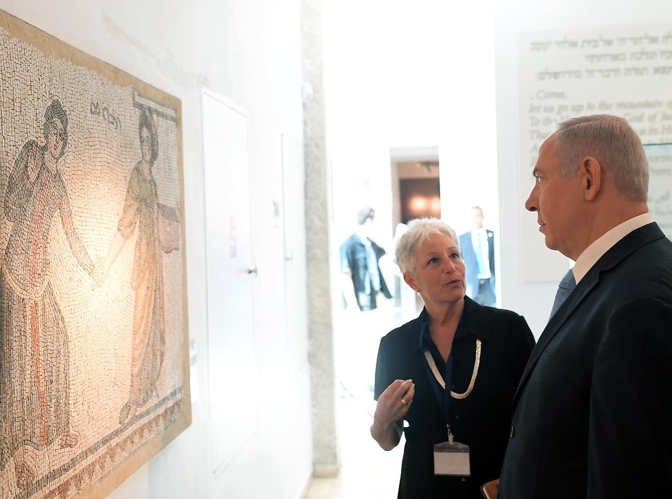 PM with Bible Lands Museum director (Photo: Gov. Press Office)
