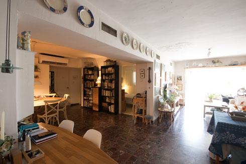 דירה בבית המדברי. דירות מרווחות, ודווקא בקומה העליונה הן קטנות יותר (צילום: ליאור גרונדמן)