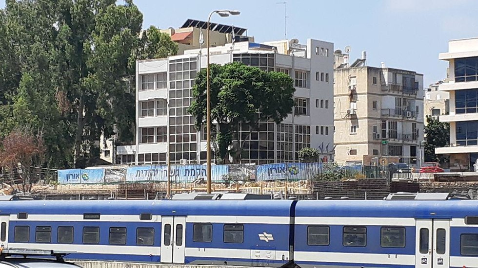 הקמת גשר יהודית בתל אביב (צילום: עמית הובר)