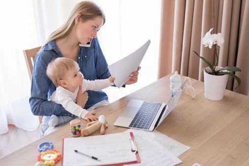 """""""אי־אפשר להצטיין בכל החזיתות, כל הזמן. זה יותר מדי וכמעט בלתי אפשרי. ילד דורש תשומת לב, בן זוג דורש תשומת לב, מין דורש פנאי"""" (צילום: Shutterstock)"""
