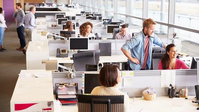 אופן ספייס משרד עבודה (shutterstock)