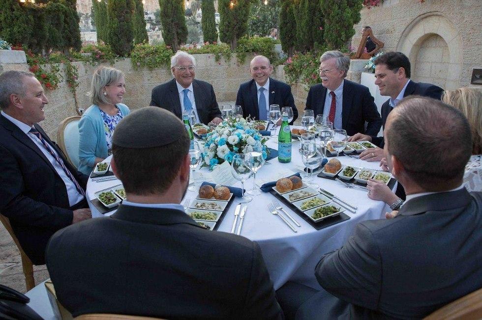 Dinner with US officials (Photo: Avi Davidi)