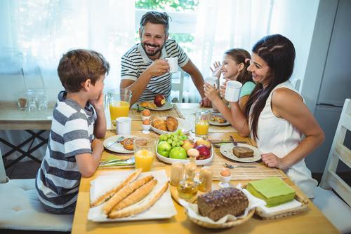Пусть и дети станут активными участниками беседы на иностранном языке. Фото: shutterstock