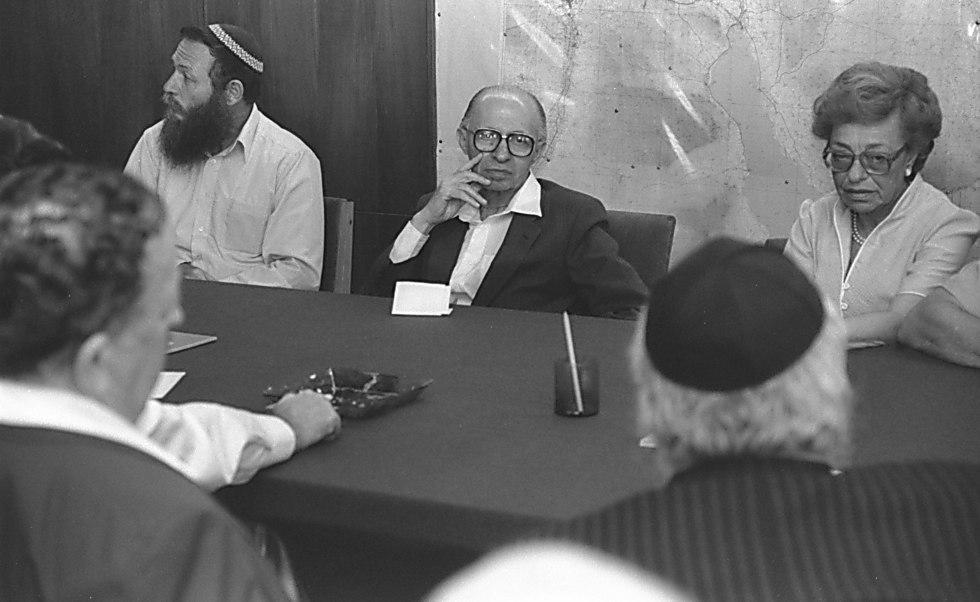 הרב חיים דרוקמן בישיבת קואליציה, 1983 (צילום: נתי הרניק, לע