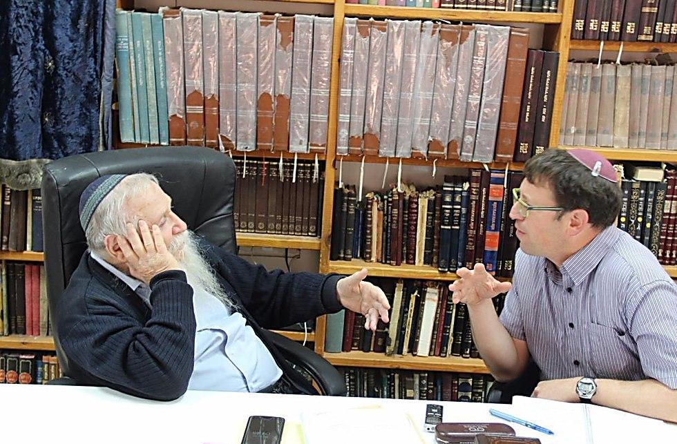 הרב חיים דרוקמן עם הביוגרף אלישיב רייכנר (צילום: גילי צרפתי)