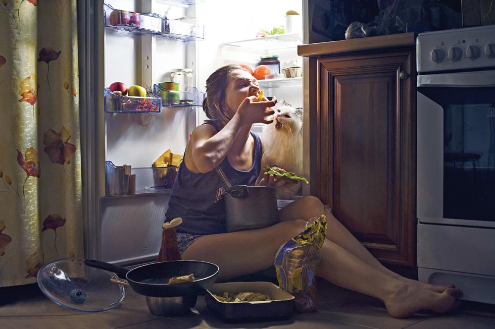 יש לנו חלון של שמונה עד עשר שעות ביום לאכול בו את ארוחותינו, ואם נקפיד לשמור עליו, נשפר משמעותית את פעילות המערכת המטבולית, נשמין פחות ונסתכן פחות בשלל מחלות, שהמסוכנת בהן היא הסוכרת  (צילום: Shutterstock)