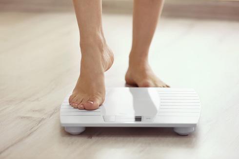 מי שרוצה לעשות דיאטה - חשוב מאוד שלא תאכל בשעה מאוחרת (צילום: Shutterstock)