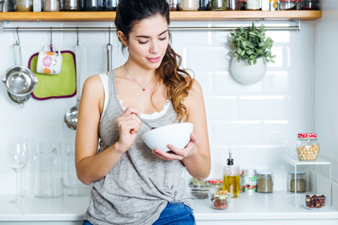 מחקרים רבים מראים כי ויסות רמות הסוכר בדם יעיל יותר בשעות הבוקר וקלוש ביותר  (צילום: Shutterstock)