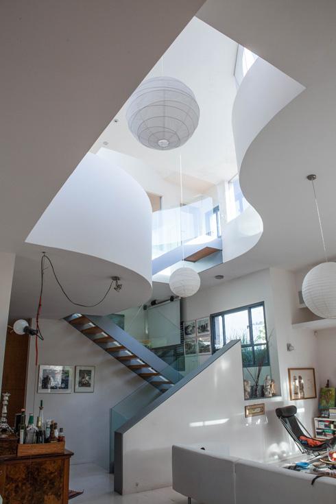 הבית של האדריכלים דן איתן ורות להב בהרצליה פיתוח. ''יש לה תרומה גדולה גם לזכייה בפרס ישראל'' (צילום: אלי לב איתן)