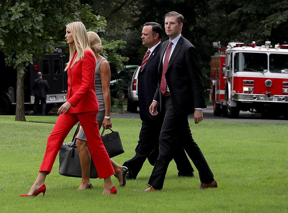 לובשת את המכנסיים. איוונקה טראמפ בחליפה אדומה של המותג סנדרו (צילום: Win McNamee/GettyimagesIL)