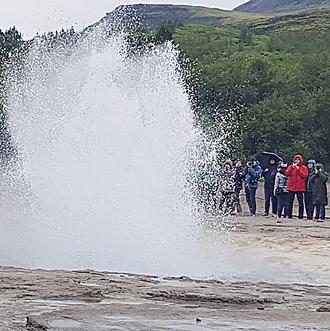הגייזר גייסיר מתפרץ