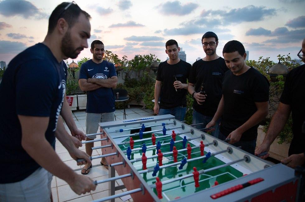 כדורגל שולחן (צילום: עוז מועלם)