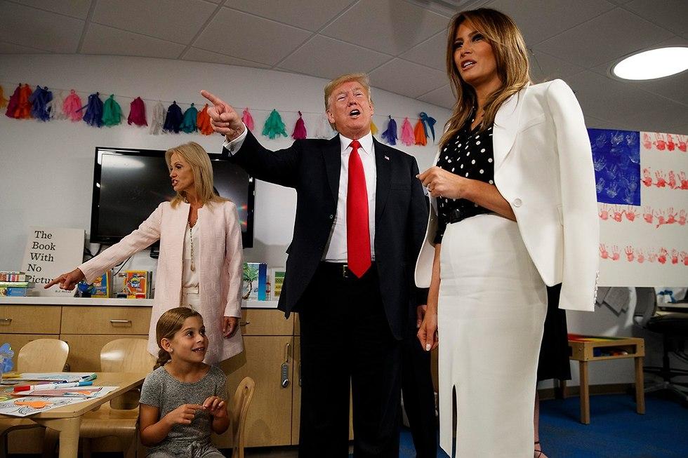 דונלד טראמפ ומלניה בביקור בבית חולים לילדים באוהיו ארה