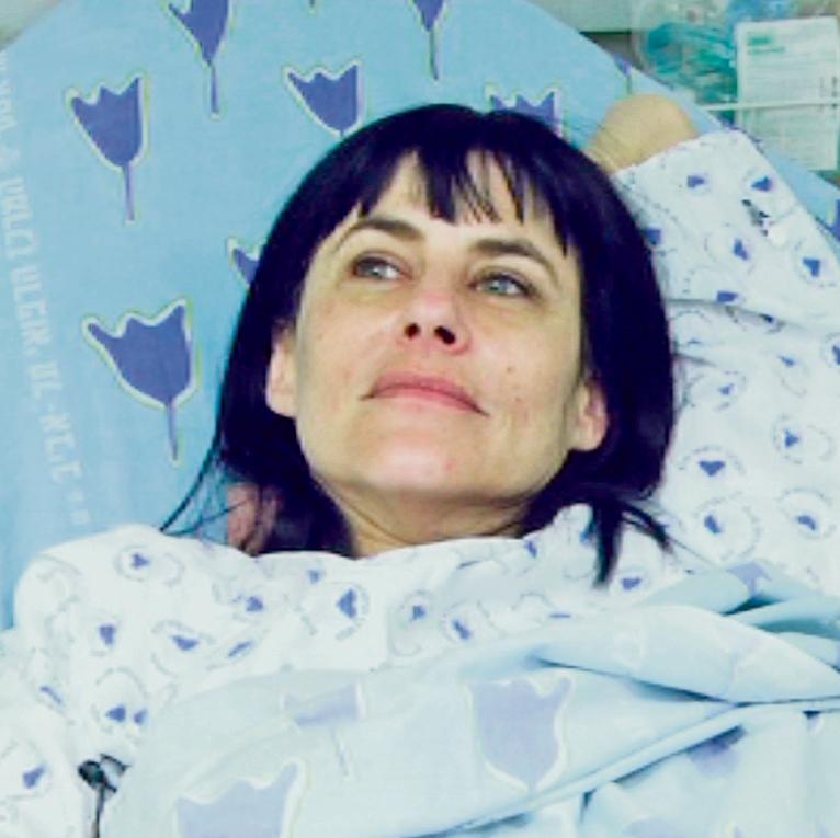 """אלרואי בבית החולים (מתוך הסרט """"הקרנת בכורה""""). """"היו לי כל תופעות הלוואי, חטפתי אותה יפה"""""""