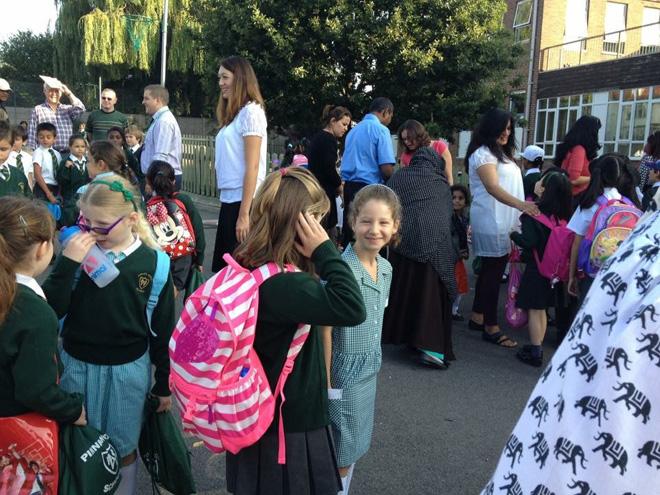 הילה, יום ראשון בכיתה ג׳, בבית ספר חדש בלונדון