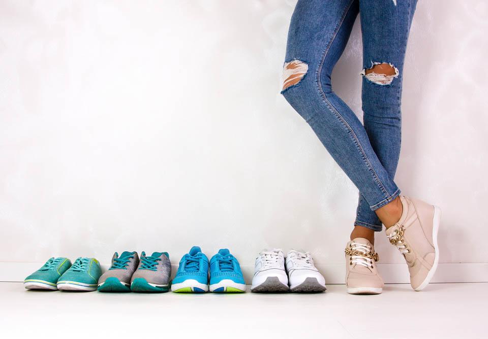 Кроссовки обязательны в гардеробе. Фото: shutterstock