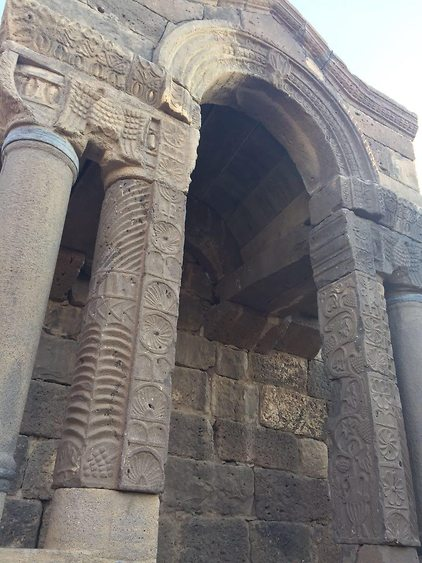 מרשים: שרידי בית הכנסת (צילום: שירה רז פריינד)