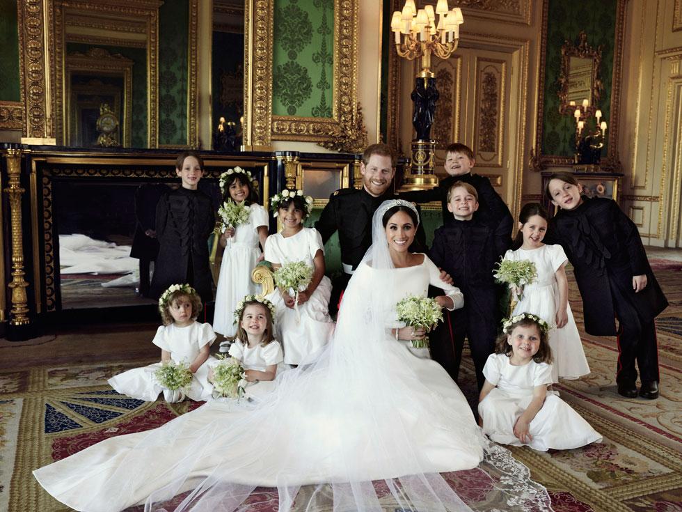 ההפתעה הראשונה: בניגוד לכל התחזיות, מייגן מרקל בוחרת לחתונתה בשמלת כלה של בית האופנה הצרפתי ז'יבנשי (צילום: Alexi Lubomirski/Kensington Palace via AP)