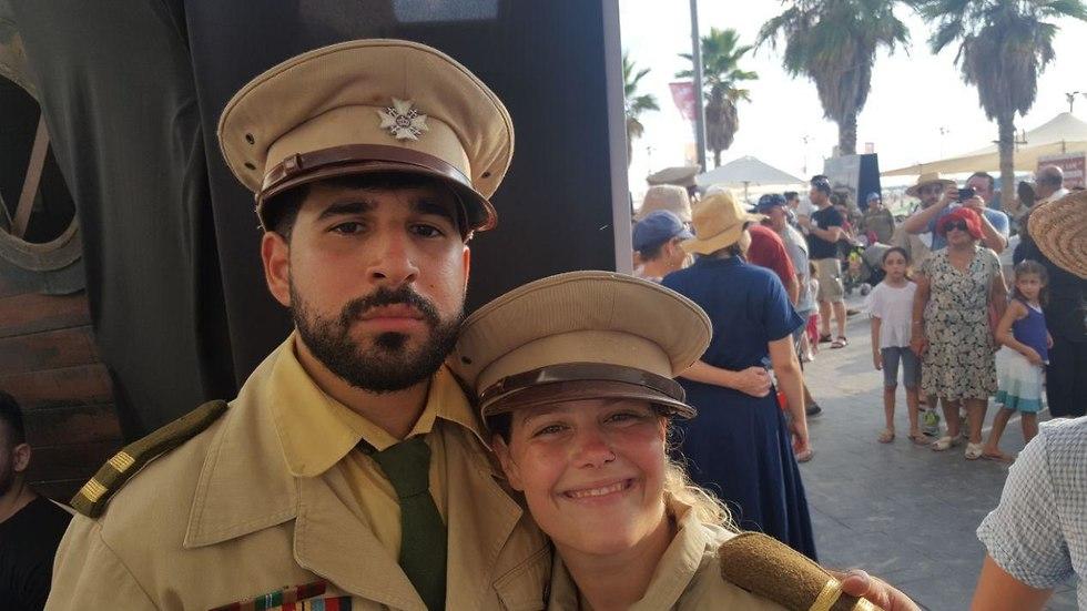 הודיה וליאור, מגלמים את הקצינים הבריטים