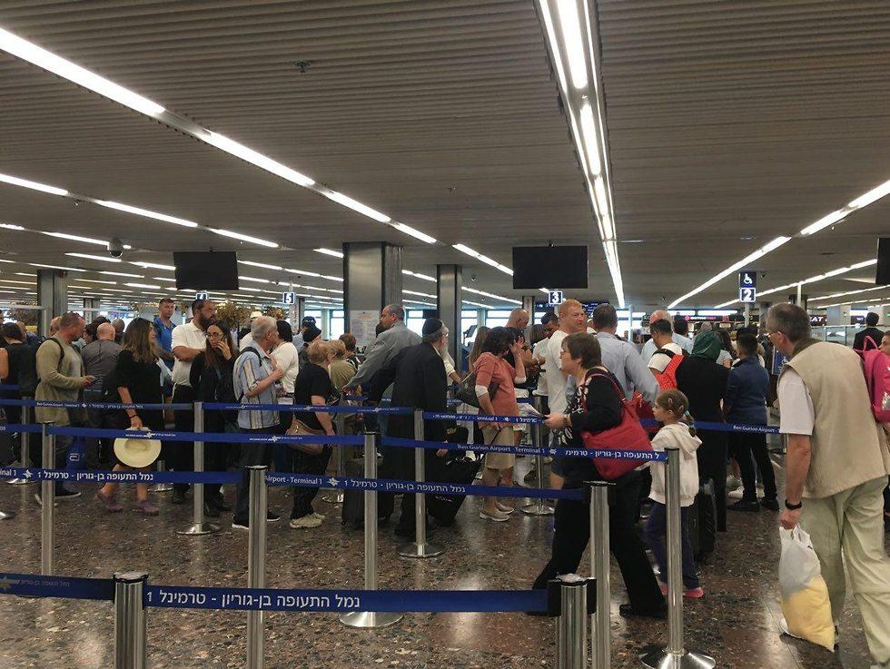 ממתינים גם בטרמינל של טיסות הלואו קוסט (צילום: שירי הדר)