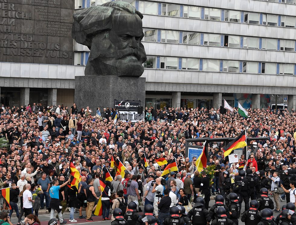 Violent far-right, anti-immigration demonstrations in Chemnitz (Photo: EPA)