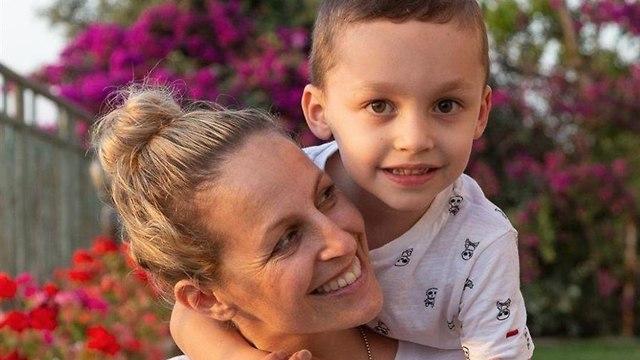 קרן נתנזון ובנה (צילום: אלבום פרטי)