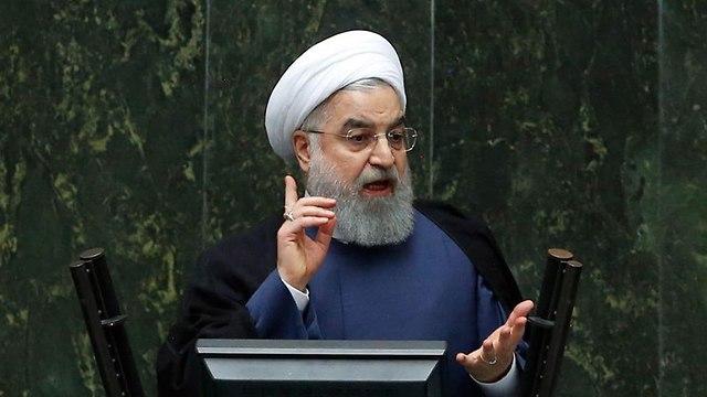 נשיא איראן חסן רוחאני נאום בפרלמנט בטהרן (צילום: EPA)