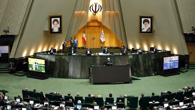 Rouhani speaking in the Iranian parliament (Photo: EPA)