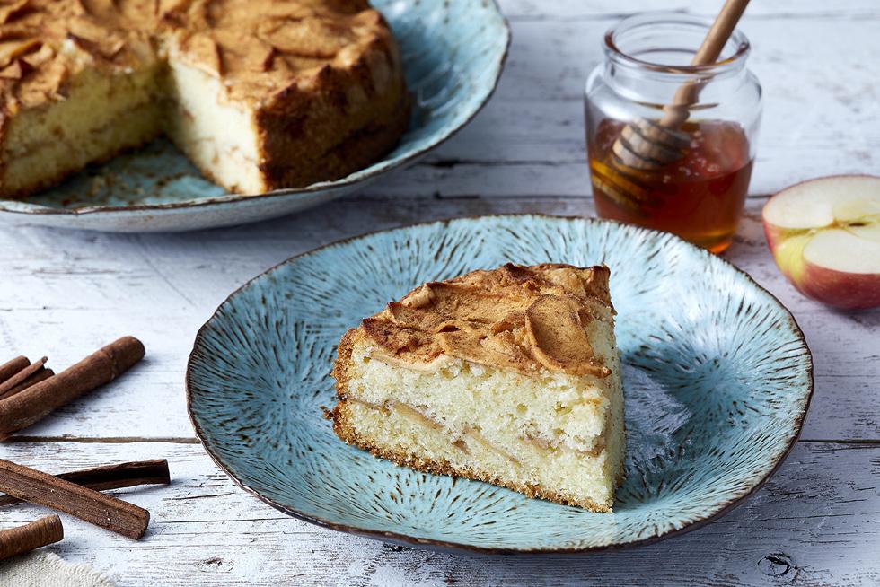 עוגת תפוחים בחושה מדנמרק (צילום: אפיק גבאי, כלים: נעם רוזנברג)