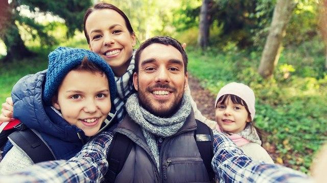 משפחה מטיילת (צילום: shutterstock)