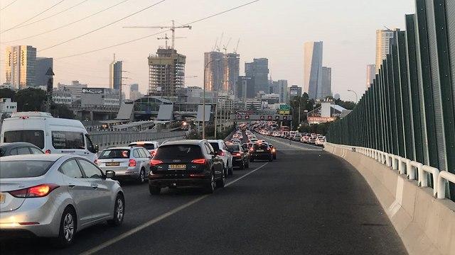 נתיבי איילון הפגנה נכים בתל אביב (צילום: מתן טורקיה)