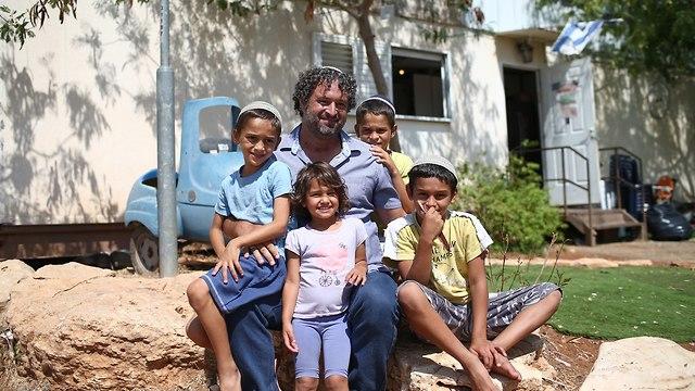 Gideon Mermelstein and family (Photo: Ohad Zwigenberg)