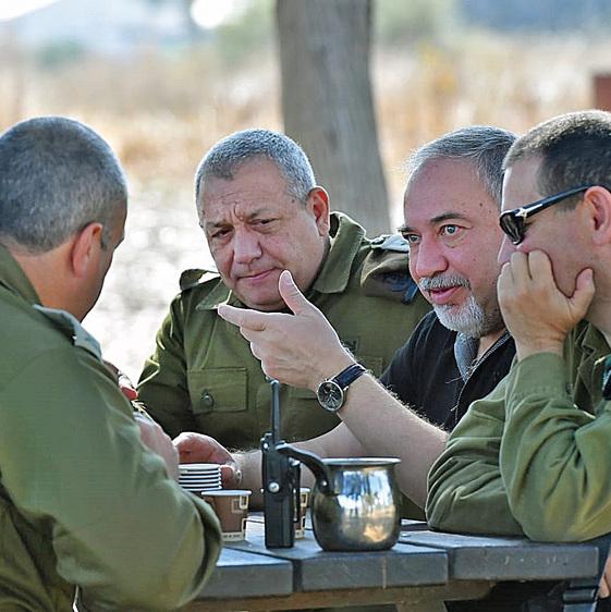 """בהערכת מצב באוגדת עזה. """"התחלנו לדבר עם התושבים מעל הראש של חמאס"""""""