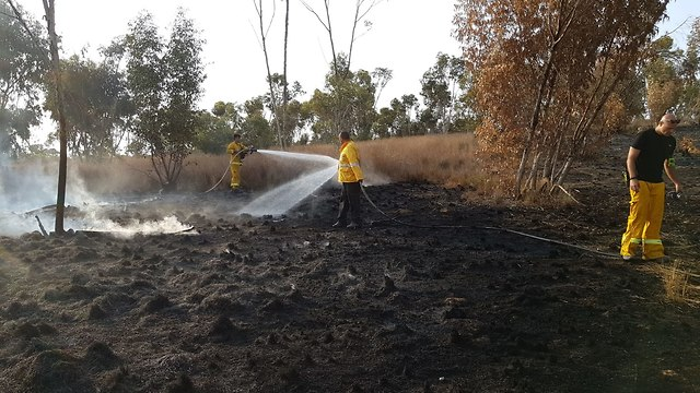 Firefighting teams putting out Be'eri fire  (Photo: KKL)